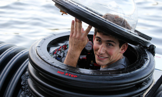 Geek Motors | Teenager schlüpft in Eigenbau-U-Boot ... #Video - MotorBlog