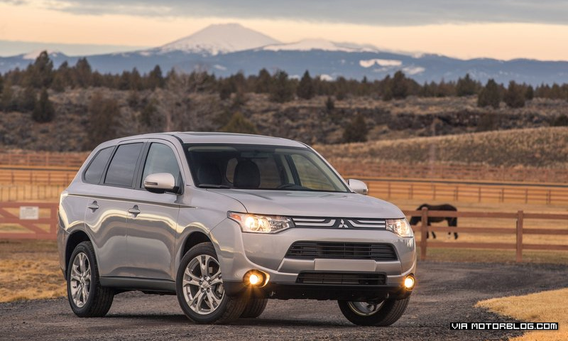 2014 Mitsubishi Outlander wants you to go on a road trip #Video